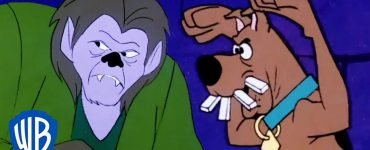 Scooby-Doo Running Away from the Werewolf - WB Kids