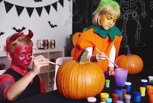 painting-pumpkins-for-halloween
